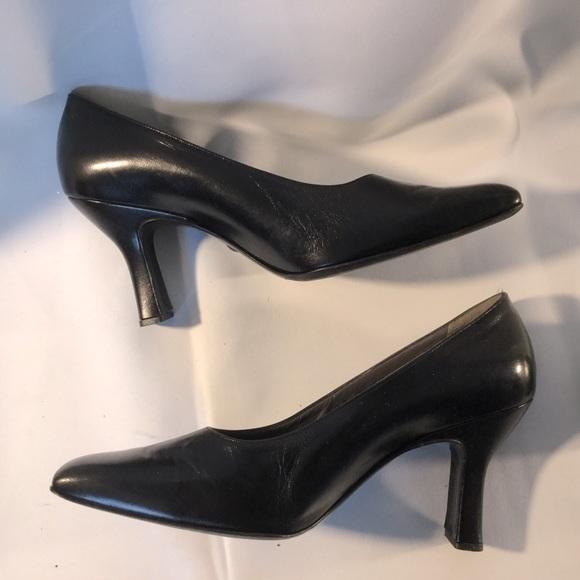 Bally ucella black leather pumps EUC
